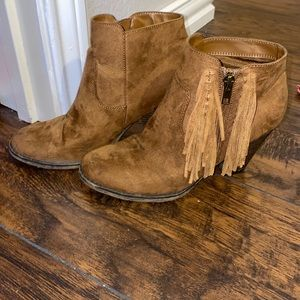 Booties with fringe on side